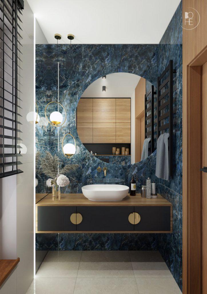 Projekt niebieskiej toalety z połączeniem drewna, bieli, czerni i złotych akcentów architekt wnętrz białystok 1